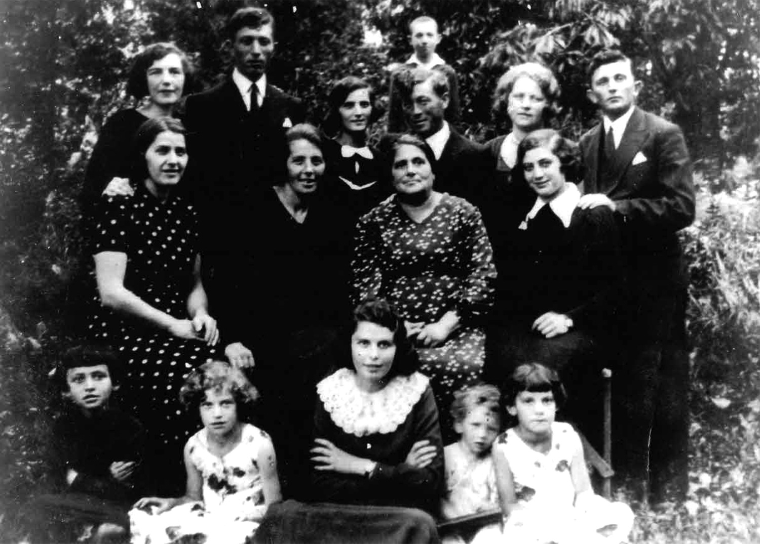 Yoel and Leah Strauber descendants - 1935
