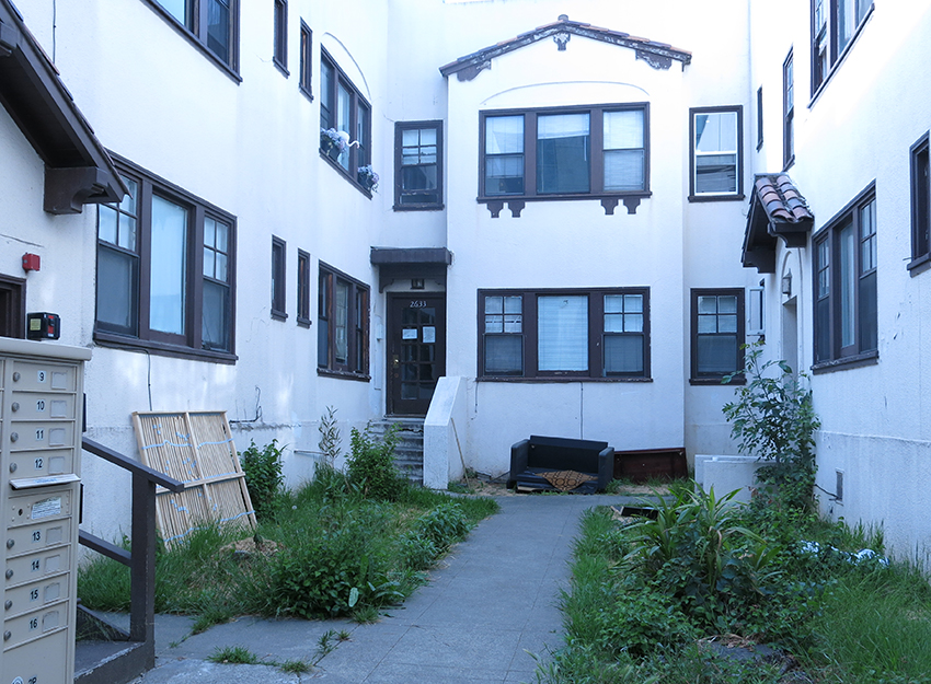 The first apartment I lived in in Berkeley - 2633 Durant. It's vacant now, condemned and ready to be removed.