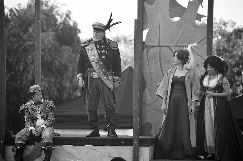 An under-the-stars Shakespeare by the Sea performance in Polliwog Park, Manhattan Beach, in July 2009. (Photos by James Kang)